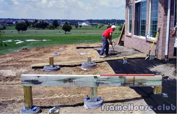 делаем основание из бруса для будущей террасы