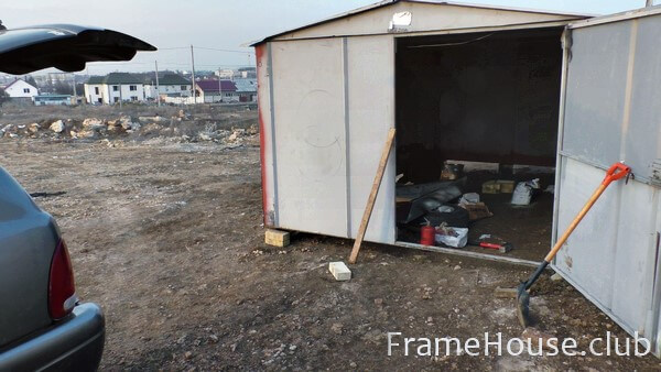 Металлический разборный гараж открываем ворота