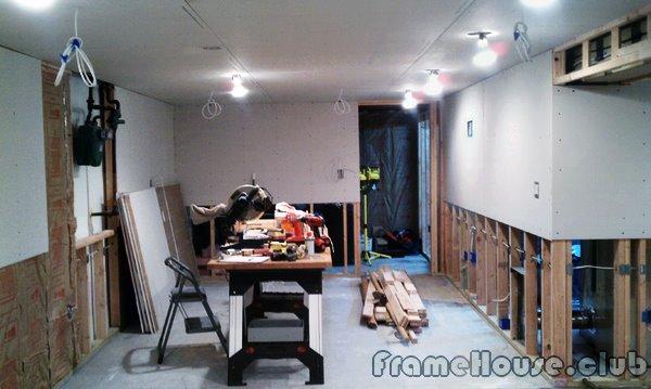 Заказать услуги по ремонту жилых помещений, квартир